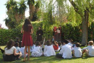 actuando para niños al aire libre